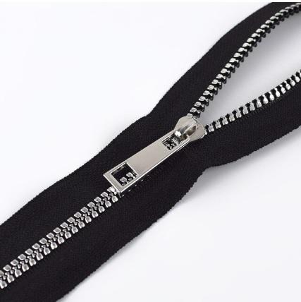 Fermeture au mètre injectée maille 5 mm Noir argent