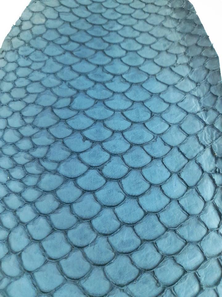 Cuir de poisson petite peau saumon bleu nuit