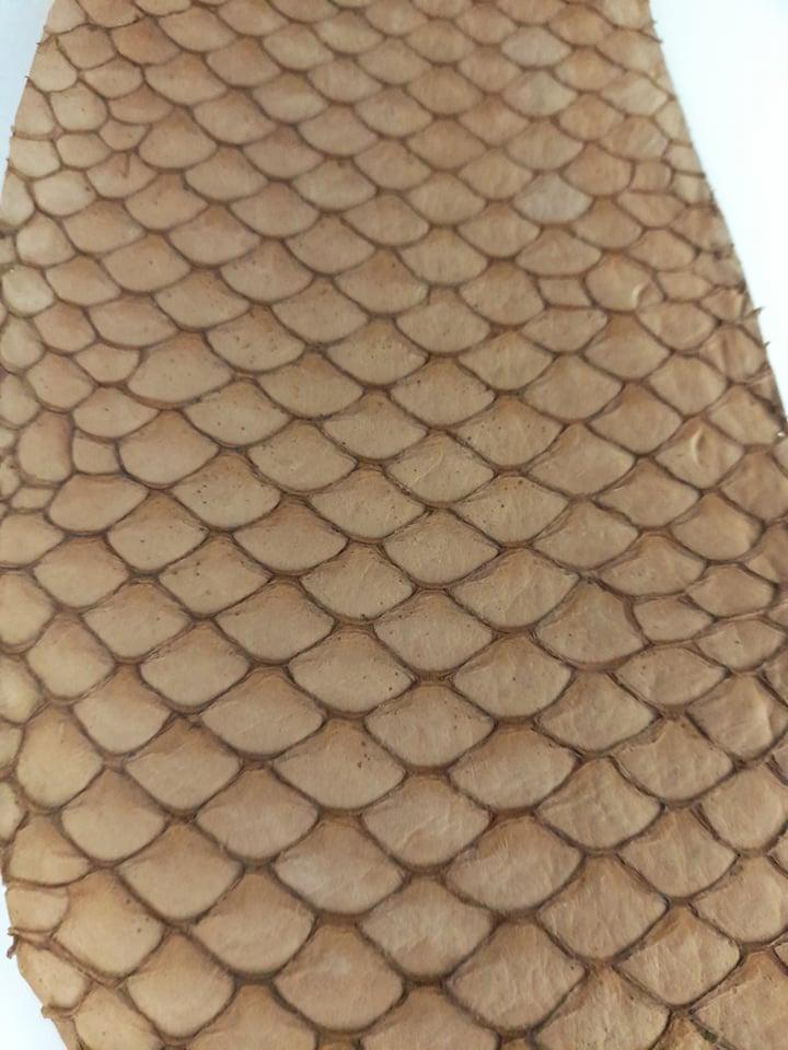 Cuir de poisson petite peau saumon camel